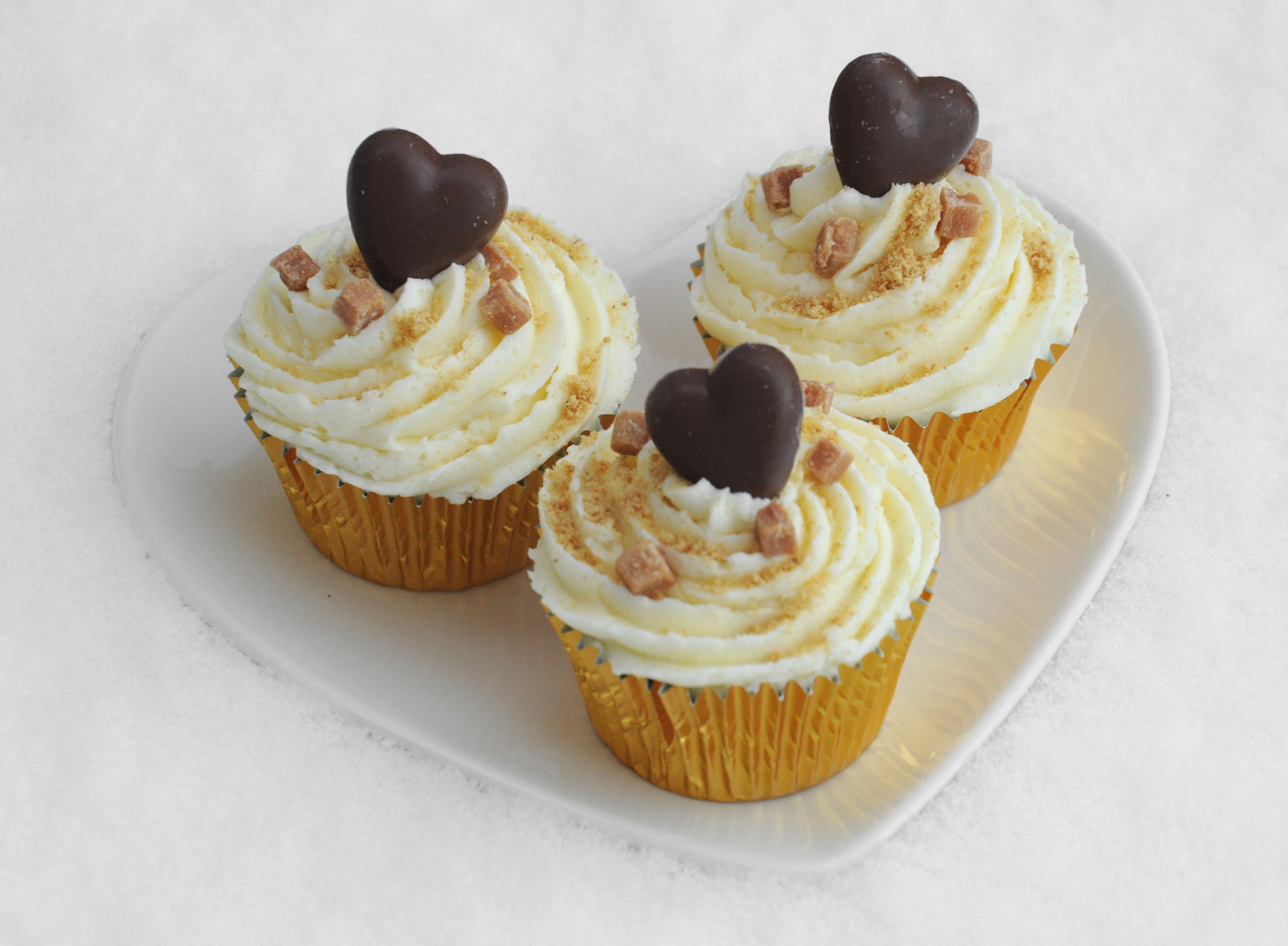 Cupcake Themes Ideas : Indulgent Vanilla Cupcakes Cupcake Ideas For You