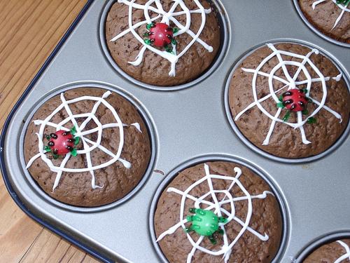 halloween-cupcakes-spiders