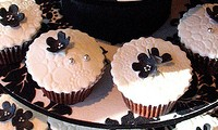 wedding-cupcake-cake-black-white-1