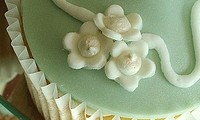 wedding-cupcakes-with-butterfly
